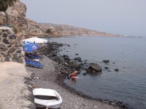 beach scene Akrotiri